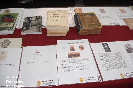 Libro donados por los socios Blanco Lorenzo, Menduiña Matamoros y diversa documentación relacionada con los suboficiales.